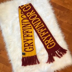 Wizarding World of Harry Potter Gryffindor scarf